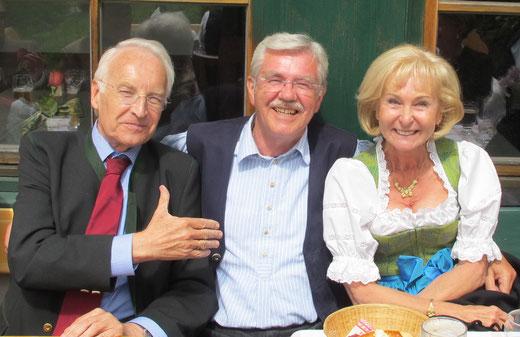 Man kennt und schätzt sich seit mehr als vier Jahrzehnten - Karin und Edmund Stoiber zu Besuch beim 70er des Jubilars in Fischhausen.