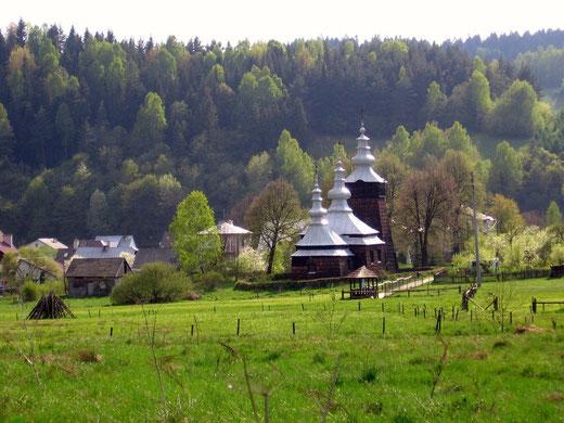 Cerkiew pw. św. Demetriusza (Dymitra) w Szczawniku, zbudowana w 1841 roku, widok od strony prezbiterium