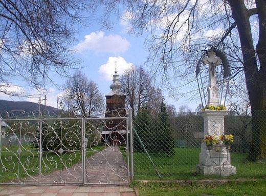 Cerkiew pw. św. Demetriusza (Dymitra) w Szczawniku, od strony wejścia, z widocznym przed babińcem niewielkim przedsionkiem – kruchtą (fot. Anna Bożek)