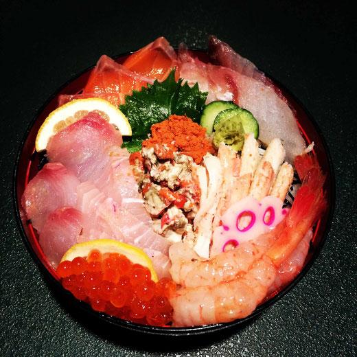 海鮮丼せいこ蟹スペシャル!(写真は2ヶ月限定の!せいこ蟹バージョンです)
