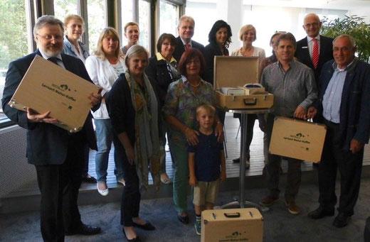 Kofferübergabe Lernort Natur aus Stiftung Sparkasse