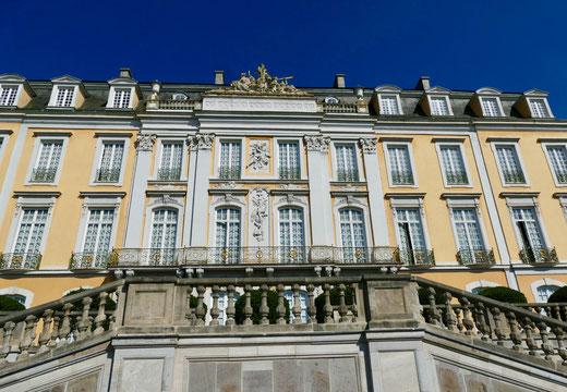 Schloss Augustusburg von der Parkseite aus gesehen Sehenswürdigkeit Barock Schloss  Augustusburg in Brühl  und die barocke Gartenanlage