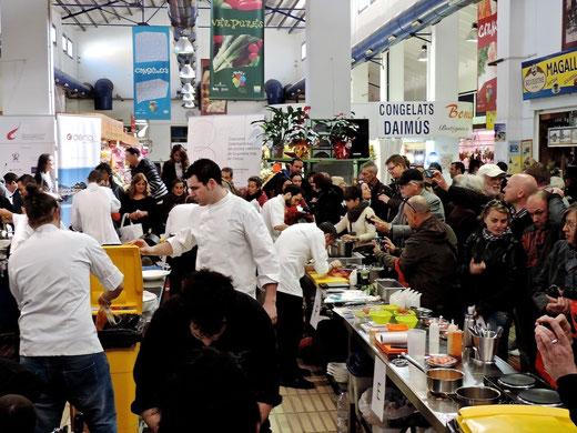 El centro del Mercat Municipal de Dénia se convirtió en una gran cocina