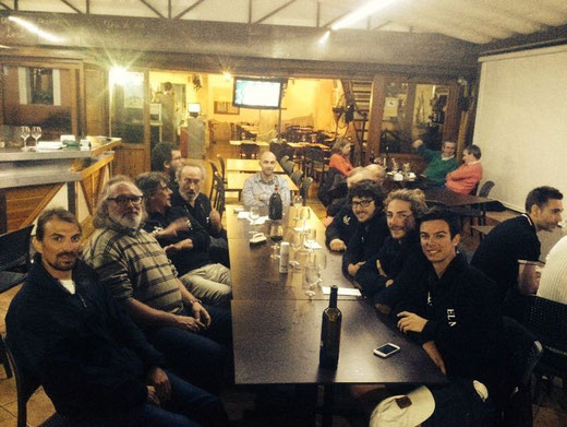Miembros del Club Nàutic Arenal de Mallorca junto a los regatistas en El Marino-Rotes