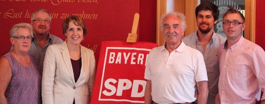 Die Neustädter Delegation: 60+ Vors. Grete Rieger, Franz Witt, MdL Annette Karl, Ehrenmitglied Oskar Schwarz, Juso-Vors. Adrian Kuhlemann und Vorsitzender Martin Filchner (v.l.n.r.)