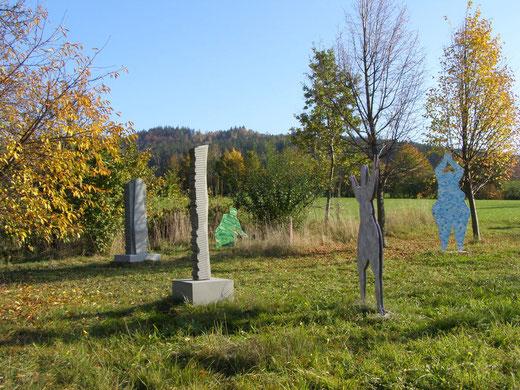 Skulpturen und Plastiken in unserem Obstgarten