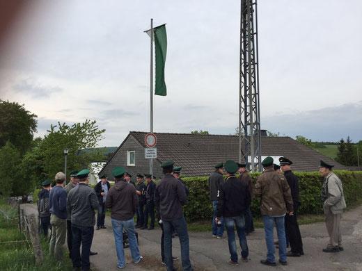 Fahne hängt!