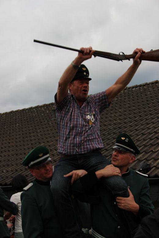 Kaiser Ulrich Grebe mit den Offizieren Michael Reperich und Reinhard Kranz