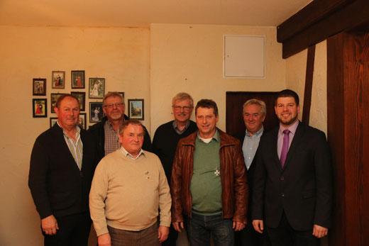 v. li. n. re.: Ehrenmajor Heinz Schröder, Raimund Gipperich, Alfons Klein, Engelbert Kleine, Thomas Rüsche, Elmar Heller, Major Benedikt Grebe