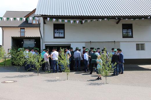 Antreteplatz der Korporalschaft Oberdorf mit durstigen Schützenbrüdern