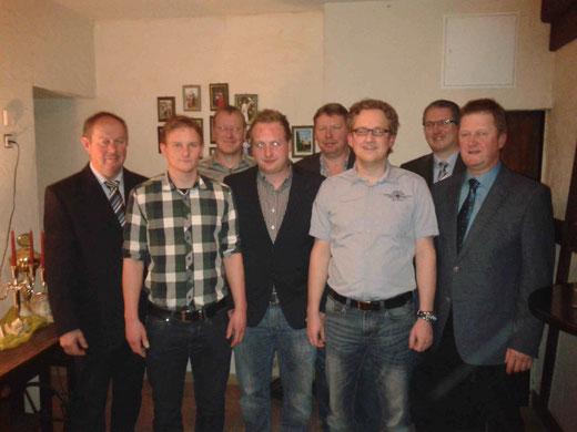 Major Heinz Schröder, Dominik Arens, Peter Ohm, Dennis Gipperich, Fabian Gipperich, Sebastian Frydrych, Hauptmann Georg Scheiwe und 1. Vorsitzender Jürgen Butzkamm (von links).