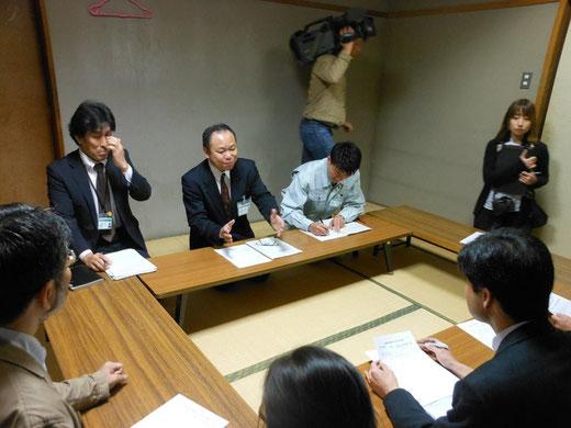 4月14日、佐賀市への質問の様子