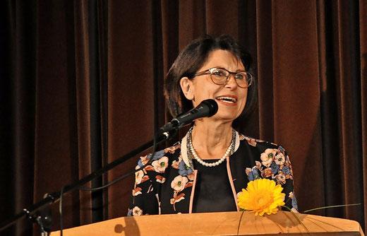 Helga Akkermann, langjährige Vorgängerin von Carsten Milde, hält die Gastrede. Foto: Eggers