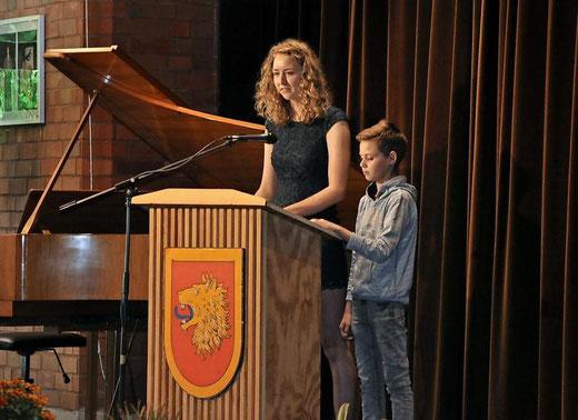 Nele Fricke und Jakob Schwarzer sprechen für die Schülerschaft. Foto: Katja Eggers