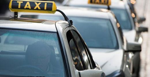 Gestiegene Betriebs- und Personalkosten machen den 214 Bremer Taxiunternehmen zu schaffen. Foto: Christina Kuhaupt