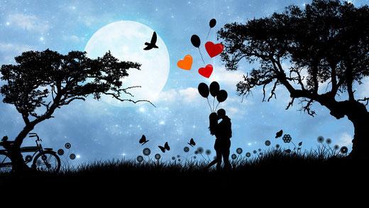 Valentinstag Geschenkidee. Schmuck für die Freundin zum Valentinstag schenken.