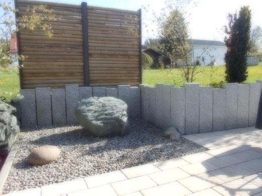 Granit Leistensteine und Quellstein aus Findling  Wasserspiel