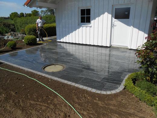 Terrasse mit Platten aus Gneis