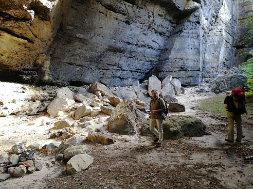 Felsenkessel zwischen Gabrielensteig und Fremdenweg - auf der Suche nach dem weiteren Aufstieg.