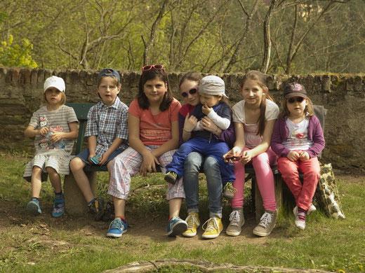 Diese Kinder und deren Kinder werden mit den neu gepflanzten Linden viel Freude haben