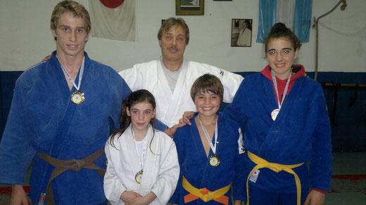 Joaquín Pascual, Jorgelina Macchiavello Hold, Juan Calvi y Fiamma Bombarda, los judokas de Mar del Plata que lograron significativos resultados en este importante evento deportivo nacional, posicionándose entre los mejores de sus respectivas categorías