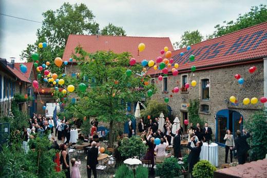 freie Trauung Undenheim Trauzeremonie Undenheim Redner, Theologe Hochzeitsredner Undenheim Suche freien Redner für Trauzeremonie