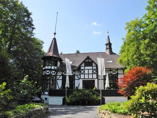 Villa im Tal freie Trauung Wiesbaden Hochzeitszeremonie