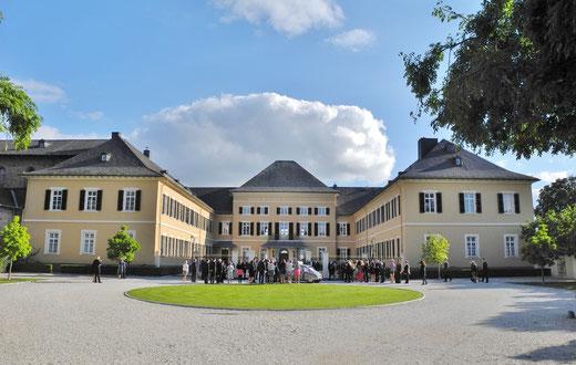 freie Trauung Schloss Johannisberg Geisenheim heiraten Rheingau freie Trauung Schloss Johannisberg Garten