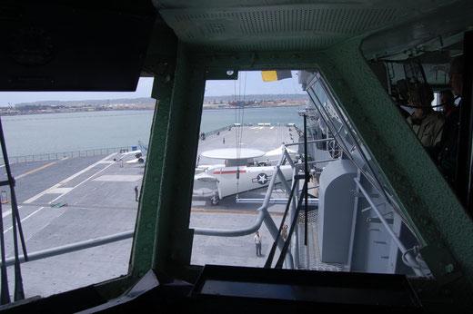 Blick von der Brücke auf das Flugfeld