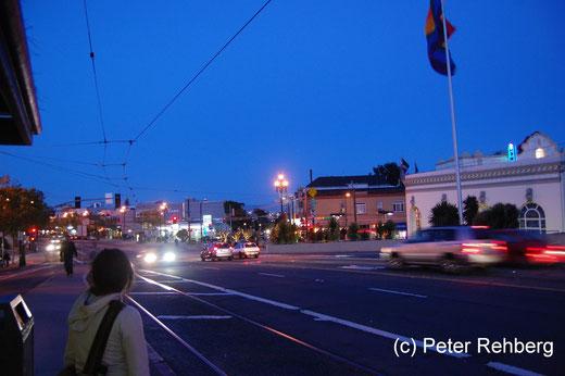 San Francisco: Station Castro, warten auf den Bus