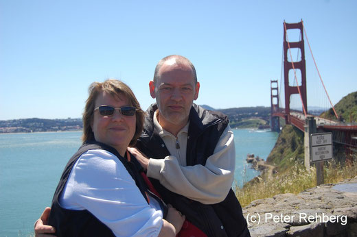 San Francisco: Petra + Peter vor der Golden Gate Bridge