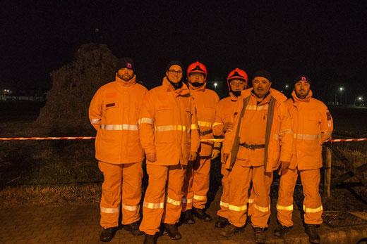 6 gennaio 2016 - Alcuni Volontari impegnati nell'attività di prevenzione al falò epifanico di Precenicco (UD) - Foto Clozza R.