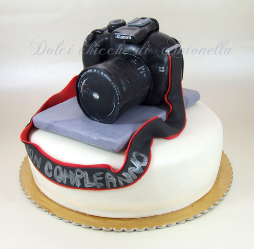 Camera cake-torta macchina fotografica-torta canon-la spezia-liguria-torte decorate-cake design-www.dolcichicchedianonella.com
