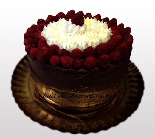 torta cioccolato lamponi con crema al mascarpone-www.dolcichicchediantonella.com