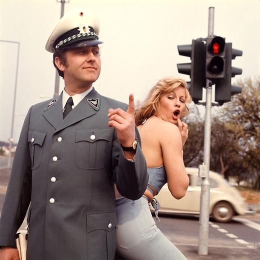 Ende der 1970er zeigte auch die Polizei Humor in Uniform: Bild eines Präventionsplakats.