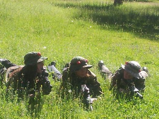 Jugadores de Torrecilla Láser Combat preparándose para la acción