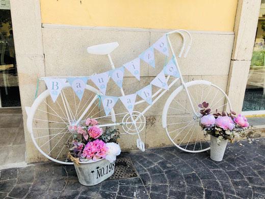 Bicicleta de decoración vintage para el Bautizo de Pablo
