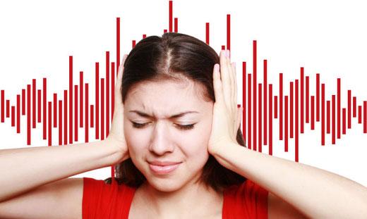 Les acouphènes: sifflements ou bourdonnements d'oreille.