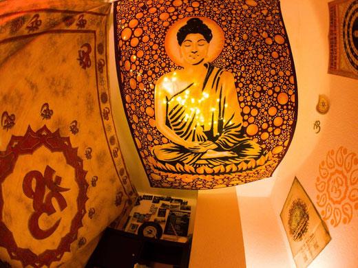 Traditionelles Wandtuch mit Buddha im Lotus Sitz