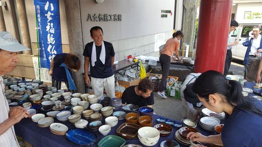 23日(日)から始まった八女福島仏壇仏具協同組合による「九州北部豪雨災害 小石原窯元支援市」においてたくさんの方々にご支援いただき心から御礼申し上げます。