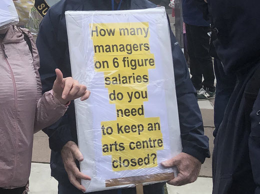 Photo from Twitter: South Bank culture venues protesting against job cuts outside the National theatre  29 08 2020
