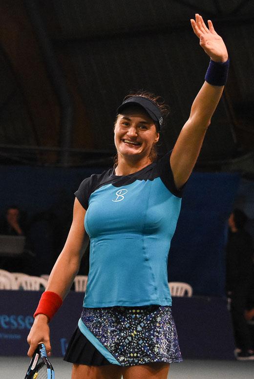 La Roumaine Monica Niculescu, grand sourire après sa qualification pour les demi-finales. Crédit photo : IFV