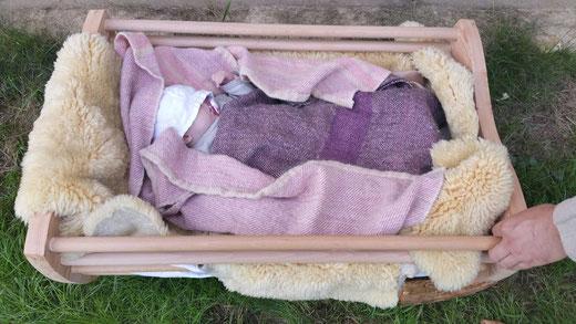2 handgewebte Decken für eine Babywiege aus dem Mittelalter