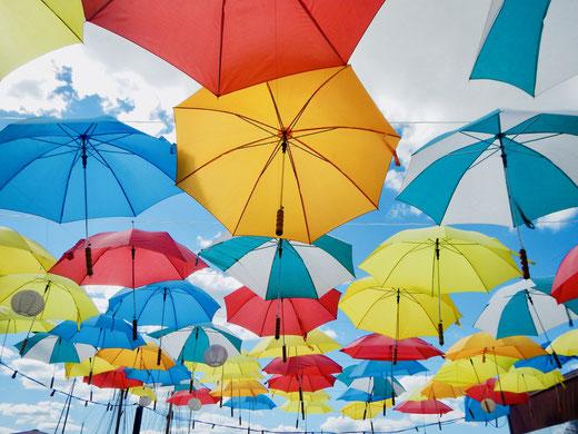 Zu unserer beider Rentenbeginn hängt der Himmel voller Sonnenschirme