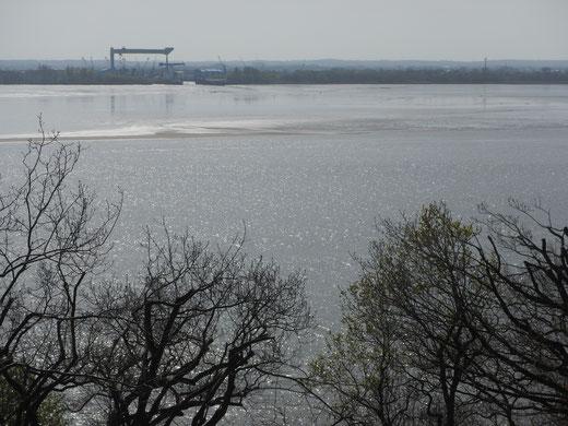 Elbe und Mühlenberger Loch an Ostern gänzlich ohne Segel