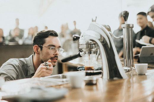 Barista, Kaffeeliebhaber, moderne Kaffeemaschine