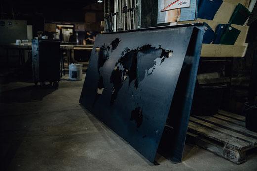 Einzigartige Stahl Weltkarte