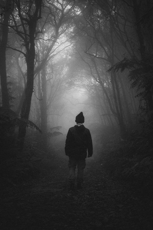 """Dunkle, einsame und verlassene Orte ziehen dunkle, einsame, verlassene Helden an: Katja Angenents """"Die alte Freundin Dunkelheit"""""""