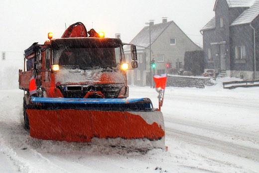 Winterdienst Radevormwald - Schneeräumer in Herbeck  -  von Armin Gerhardts