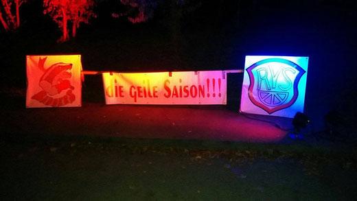 Unser Bild zeigt den Empfang spät nachts, als die Junioren aus Merdingen nach Hause kamen